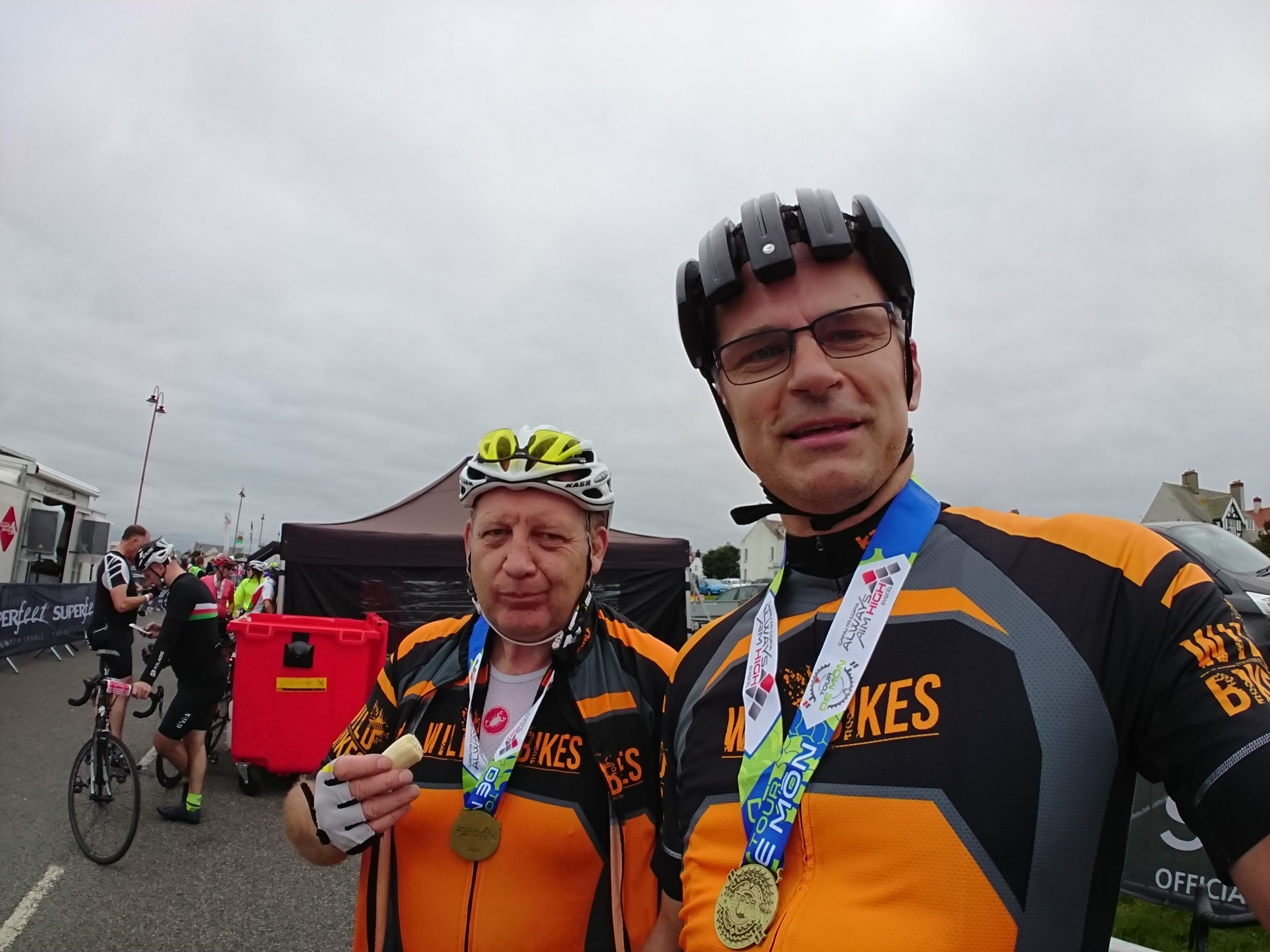 Nigel and Mike proudly sporting their Tour de Mon medals